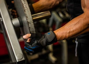 Training Grip® WristWrap Glove Increased wrist stability
